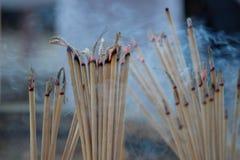 Plamy palenia świeczka i kadzidło obrazy royalty free