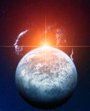 Planète bleue avec Sun rouge et nébuleuse de voile sur Backgr Photos stock