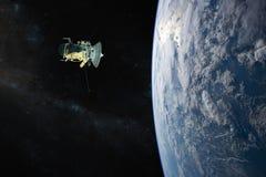 planète bleue de la terre Lancement de vaisseau spatial dans l'espace Éléments de cette image meublés par la NASA illustration libre de droits