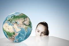 Planète d'enfant et de terre Images stock