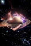 Planète Saturn de mains Image libre de droits