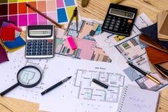 Plan architectural de la maison avec des mod?les de couleurs images libres de droits