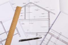Plan architectural pour la rénovation de la vieille maison images libres de droits
