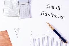 Plan biznesowy, pióro i kalkulator na stole, Zdjęcie Royalty Free