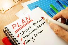 Plan con el cortocircuito de la lista, a medio y largo plazo imagenes de archivo