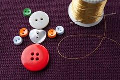 Plan d'étude de fille de flamenco Le caractère drôle de femme fait en couture colorée se boutonne avec l'aiguille et le fil d'or  Images libres de droits