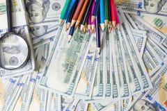 Plan d'action sur des diagrammes de revenu financier, de dollar et d'affaires photographie stock libre de droits