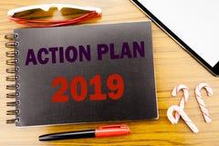 Plan de actuación 2019 del texto del aviso de la escritura Concepto del negocio para la estrategia del éxito escrita en el libro  Fotos de archivo