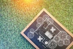 Plan de Chambre sur le tableau sur le fond d'herbe Photos libres de droits