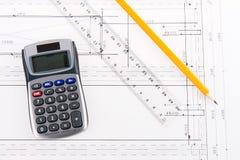Plan de construction avec la calculatrice, la grille de tabulation et le crayon Photographie stock