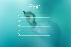 Plan de dessin d'homme sur le panneau en verre vert Photographie stock