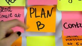 Plan A de Iscription en cambios de una etiqueta engomada al plan B de la inscripción metrajes