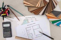 Plan de la casa con una opción de madera fotografía de archivo