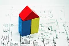 Plan de la construcción con la casa Imagen de archivo libre de regalías
