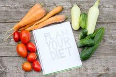 Plan de la dieta en fondo de madera imagen de archivo libre de regalías