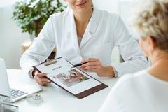 Plan de régime personnalisé par participation de nutritionniste images stock