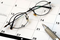 Plan de toekomst met de kalender Stock Afbeelding