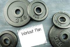 Plan del entrenamiento con las placas del peso Foto de archivo libre de regalías