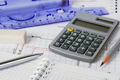 Plan der Hausanschlussleitungen mit grauem Bleistift, Feder, Löschen stockbild