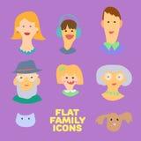 Plan designsymbolssamling av familjemedlemavatars: mamma, farsa, son, dotter, farmor, farfar, hund och katt Vektorsänka Royaltyfri Bild