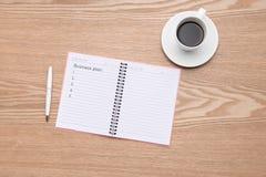 Plan dla nowego biznesu Otwiera notatnika z kawą Zdjęcia Stock