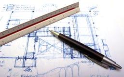 Plan eines Hauses mit einer Feder Lizenzfreie Stockfotos
