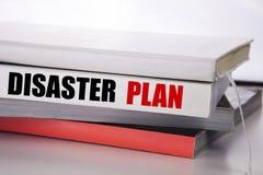 Plan för katastrof för handstiltextvisning Affärsidé för den nöd- återställningen som är skriftlig på boken på den vita bakgrunde arkivfoton