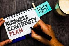 Plan för kontinuitet för affär för ordhandstiltext Affärsidéen för att skapa potentiella hot för systemförhindrandeavtal Man håll arkivbild