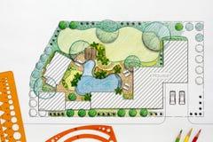 Plan för landskapsarkitektdesignträdgård för villa Arkivfoto
