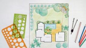 Plan för landskapsarkitektdesignträdgård för villa arkivfilmer