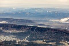 Plan lointain de la montagne, Ural, ville Miass photographie stock libre de droits