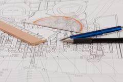 Plan met potloden en heersers Royalty-vrije Stock Afbeelding