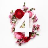 Plan mit bunten Blumen, Blättern und Zahl für Flache Lage Beschneidungspfad eingeschlossen Lizenzfreie Stockfotos
