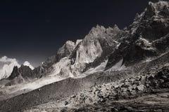 Plan monochrome de gamme de montagne d'Aiguille du Midi Image stock