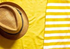 Plan orientering på ett sommartema Sommarbegrepp i gula färger arkivfoto