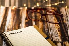 Plan Pięcioletni na notatniku jako motywacyjny biznesowy pojęcie Zdjęcie Stock