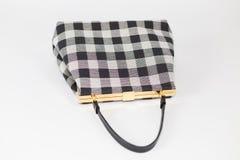 Plan rapproché à carreaux de sac à main de modèle de plaid noir et blanc photos stock