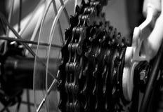 Plan rapproché à chaînes de système de bicyclette Images stock
