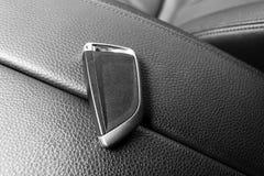 Plan rapproché à l'intérieur de véhicule de l'allumage principal sans fil Commencez la clé de moteur Extérieur principal de voitu Images libres de droits