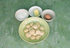 Plan rapproché à la préparation des ingrédients de Roti des plats Photographie stock libre de droits