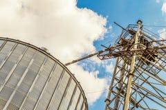 Plan rapproché agricole de complexe de dessiccateur de grain photo libre de droits