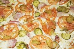 Plan rapproché appétissant de pizza de pepperoni de fond remplissant cadre Images stock