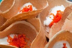Plan rapproché au fond croustillant thaïlandais délicieux de casse-croûte de crêpes Image stock