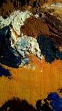 Plan rapproché avec des courses de peinture à l'huile sur la toile photo libre de droits