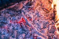 Plan rapproché brûlant de braises Image libre de droits