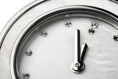Plan rapproché classique de bijou de diamants d'horloge d'isolement Image stock