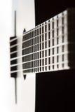 Plan rapproché classique de guitare avec la profondeur du champ Photos libres de droits