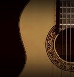 Plan rapproché classique de guitare ? Sur le fond blanc Images libres de droits