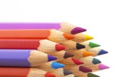 Plan rapproché coloré de crayons d'isolement sur le fond blanc images libres de droits