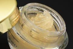 Plan rapproché crème cosmétique photo libre de droits